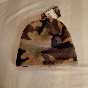 Under Armour Accessories - Nwt youth Under Armour beanie